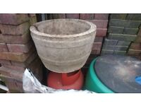 Very heavy concrete pot in good condition