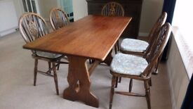 Excellent Oak Dining Table and 6 Chairs