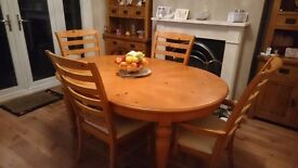 Table and 4 chairs slighly scratch but very good condition for collection