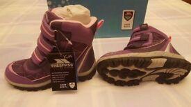 Kids Trespass Snowboots - Brand New - Size EUR 29 / UK 11