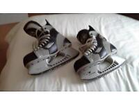 Players Ice Hockey Skates good condition Bauer Boot Tuik Blade. Size 8.