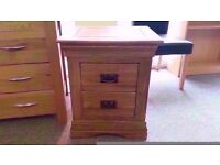 GREAT CONDITION! solid oak bedside table quality craftsmanship