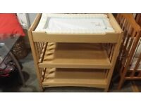 mama's and papa's change station solid pine superb condition