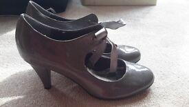size 6 grey patent heels £5 vgc