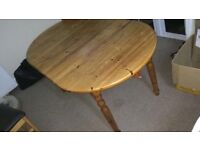 Dining table 4-6 people-extendable