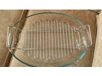 Large glass roasting dish with grill tray
