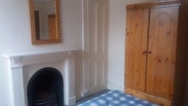 DOUBLE ROOM TO LET IN THE POLYGON STREET - ALL SERVICES INCLUDED
