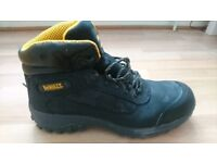 DeWalt safety boots black,size 9 almost new