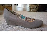 Taupe wedges size 7