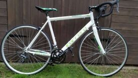 Carrera Vanquish White Road Bike Giant Trek Scott Cube Raleigh
