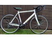 Carrera Vanquish White Road Bike Giant Trek Scott Cube Raleigh