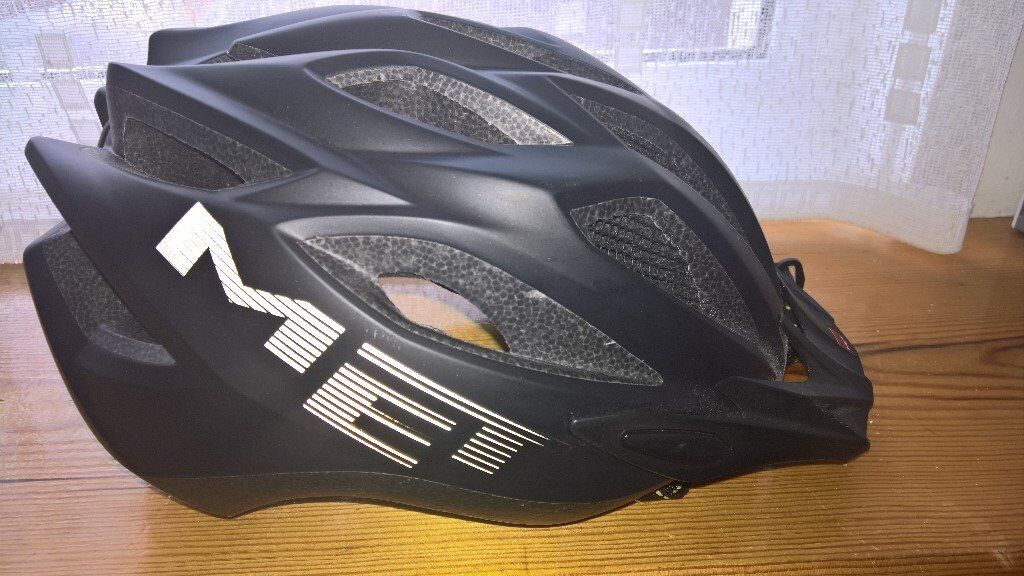 MET Mens Crossover Cycle Helmet
