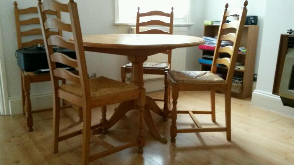 oak dining table and chairs in clapham bedfordshire gumtree