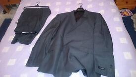 Dehavilland Mans Suit (Moss Bros) - Unworn