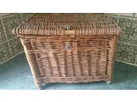 Old creel fishing basket, in good condition. Would make a great picnic basket!!