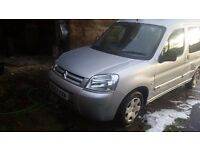 1 years mot citreon berlingo multispace no texts!! Calls only