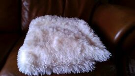 "WHITE THROW/NEW UNUSED GIFT/WHITE SHEEPSKINTYPE FLEECE 60"" x 80"""