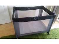 Baby travel cot bed