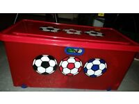 Childrens storage box with wheels