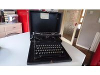 FABULOUS ART DECO VINTAGE EVEREST MOD 90 PORTABLE TYPEWRITER WEDDING PROP HOME OFFICE DISPLAY GWO