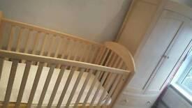 Gorgeous Mamas&Papas nursery furniture set. Fab condition. Grab a bargain!