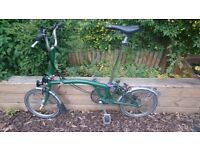 Green Brompton m3L, extended saddle post, lights, coloured knobs, great condition