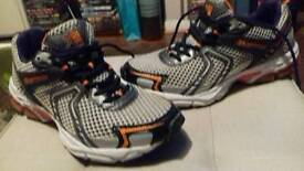 KARRIMOR TRAINERS SIZE 6.