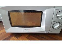 Microwave Daewoo in white 700w. Clean in GWO.