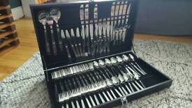 Brand new 75 piece cutlery set