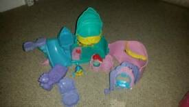 The little mermaid playset open out with musical treasure box
