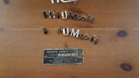 TR4 CROME LETTERS AND BADGE