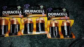 6 Duracell D batteries