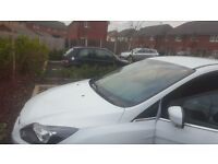 ford focus color white EXCELLENT CONDITION.Full service history .All servis in dealer ford