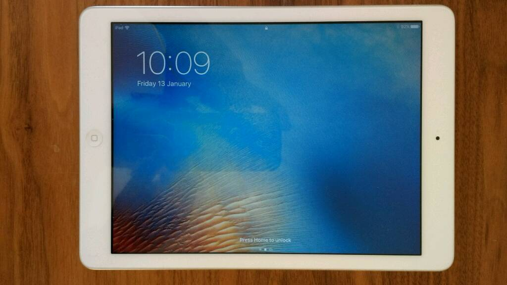 iPad Air 32GB WiFiin Matlock, DerbyshireGumtree - iPad Air 32GB in excellent condition. Comes with charger and box