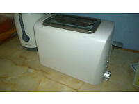 Basic white two slice toaster