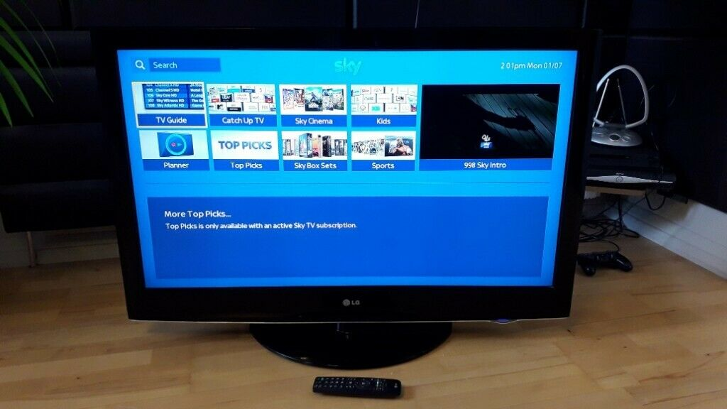 LG 42 INCH FULL HD 1080p DIGITAL FREEVIEW + REMOTE ( FAULTY SOMETIMES HALF  SCREEN GOES FUZZY ) | in Fulham, London | Gumtree