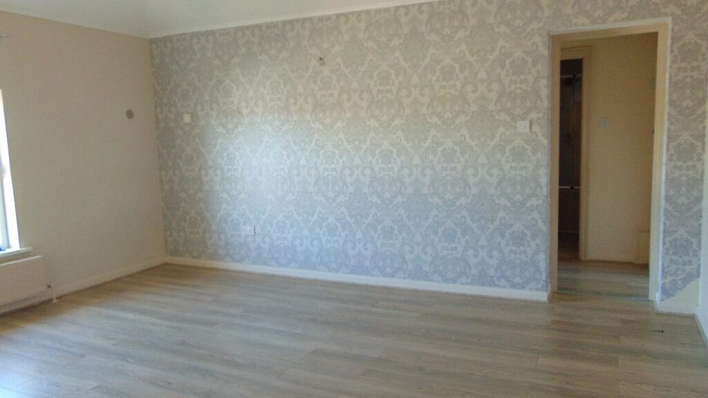 TWO BED APARTMENT TO LET £800 PCM