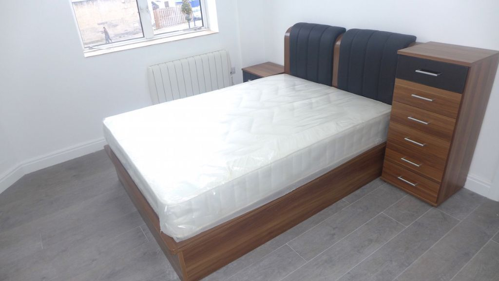 DEAL OF THE WEEK - BARGAIN! ALL BILLS INCLUDED! EDGWARE'S (HA8) FINEST LARGE STUDIO-FULLY FURNISHED!