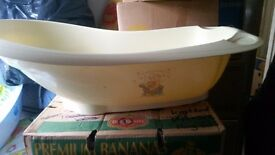 Winnie the pooh baby bath, box and top and tail
