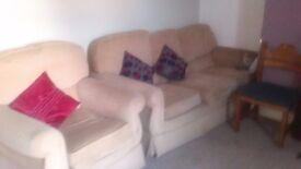 3 piece cream lounge suite for sale