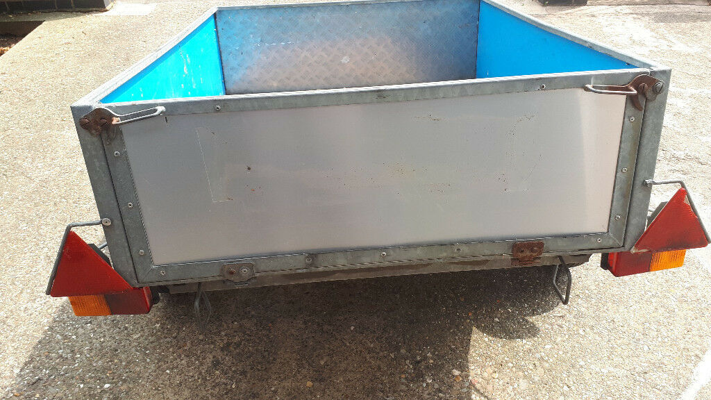 Car Trailer In Good Condition This 4 5 Ft X 3 5 Ft Trailer Comes With A Padlock And Wheelclamp