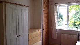 Spacious double room near New Malden