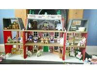 Sylvanian Family Hotel with accessories and family's, car and house