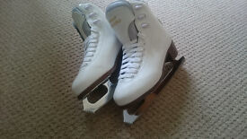 Like New Size 6/39 Graf Bolero Ice Figure Skates - Perfect for beginners. Local Delivery available