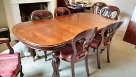 Beautiful mahogany dining table and 8 chairs