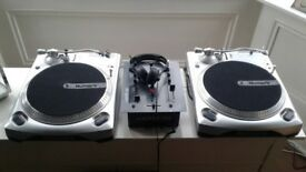 2x Numark tt1650 Turntable Decks
