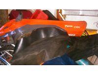 Flymo garden vac 1500 leaf blower /vac collector
