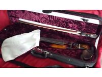 (as new) Straus 4/4 electric violin AND Fender amp (including bow, case and cables)