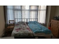 Spacious double room to let in palmers green