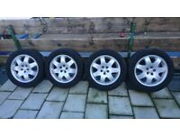 16'' alloy Chrysler wheels and Toyo tyres